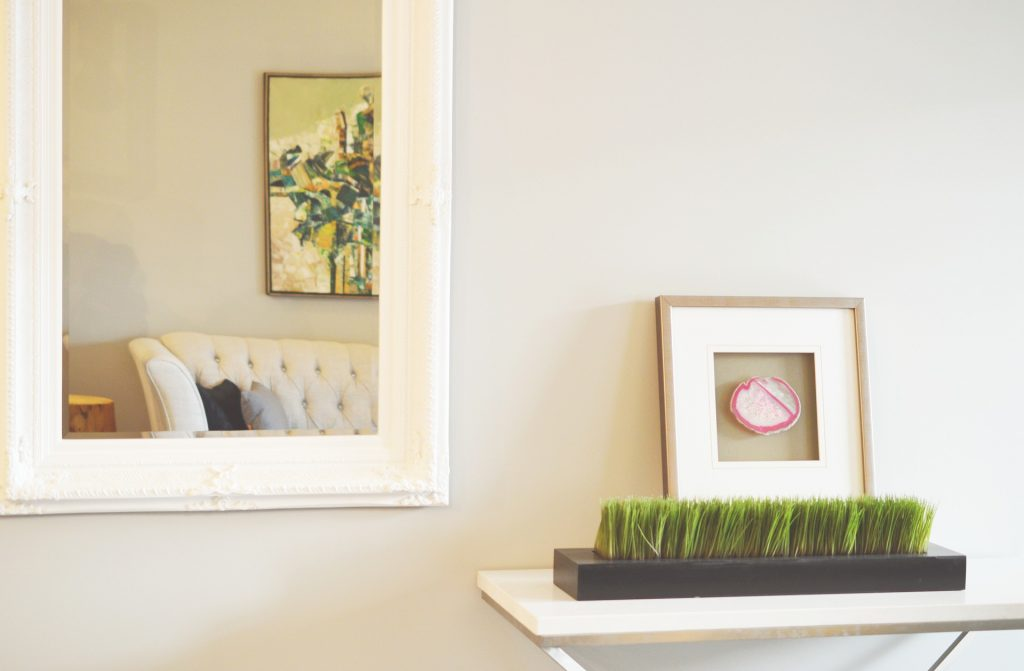 10 Inexpensive Ways to Decorate Your Apartment