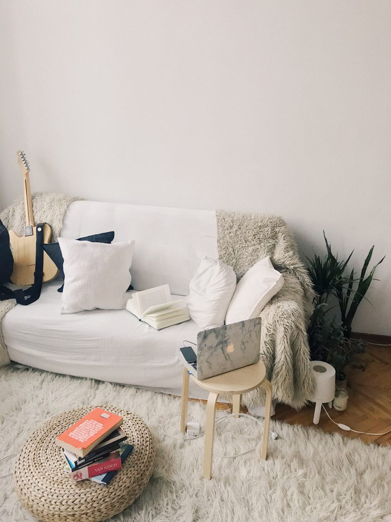 9 Ways To Make Your Apartment More Cozy This Winter
